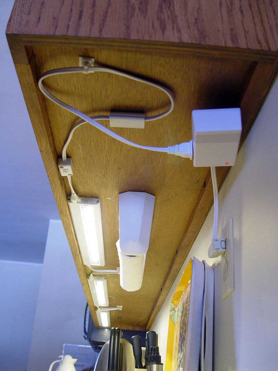 Picture 4 End Bottom View Of 3 Linked Lamp Install Of 5 Led Utilitech  0103000 Model 29124.